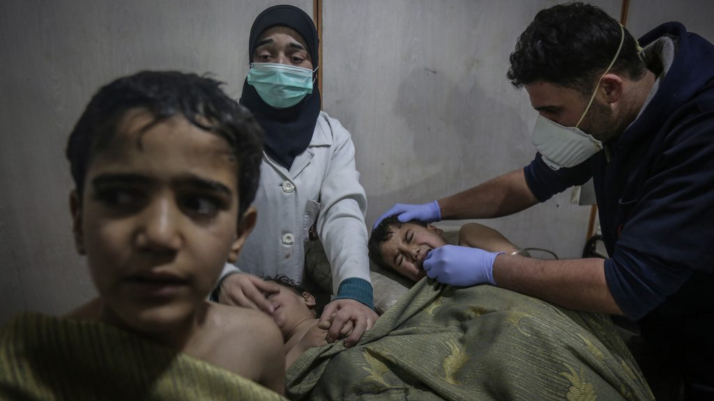 Damascus%2C+Syria+-+Syrian+children+receive+first+aid+after+what+local+sources+say+was+an+attack+by+forces+loyal+to+Syrian+President+Assad+with+chlorine+gas+on+the+town+Hamuriya+in+a+hospital+in+the+rebel-held+eastern+Al-Ghouta+province.+%28Anas+Alkharboutli%2FDPA+%2FZuma+Press%2FTNS%29