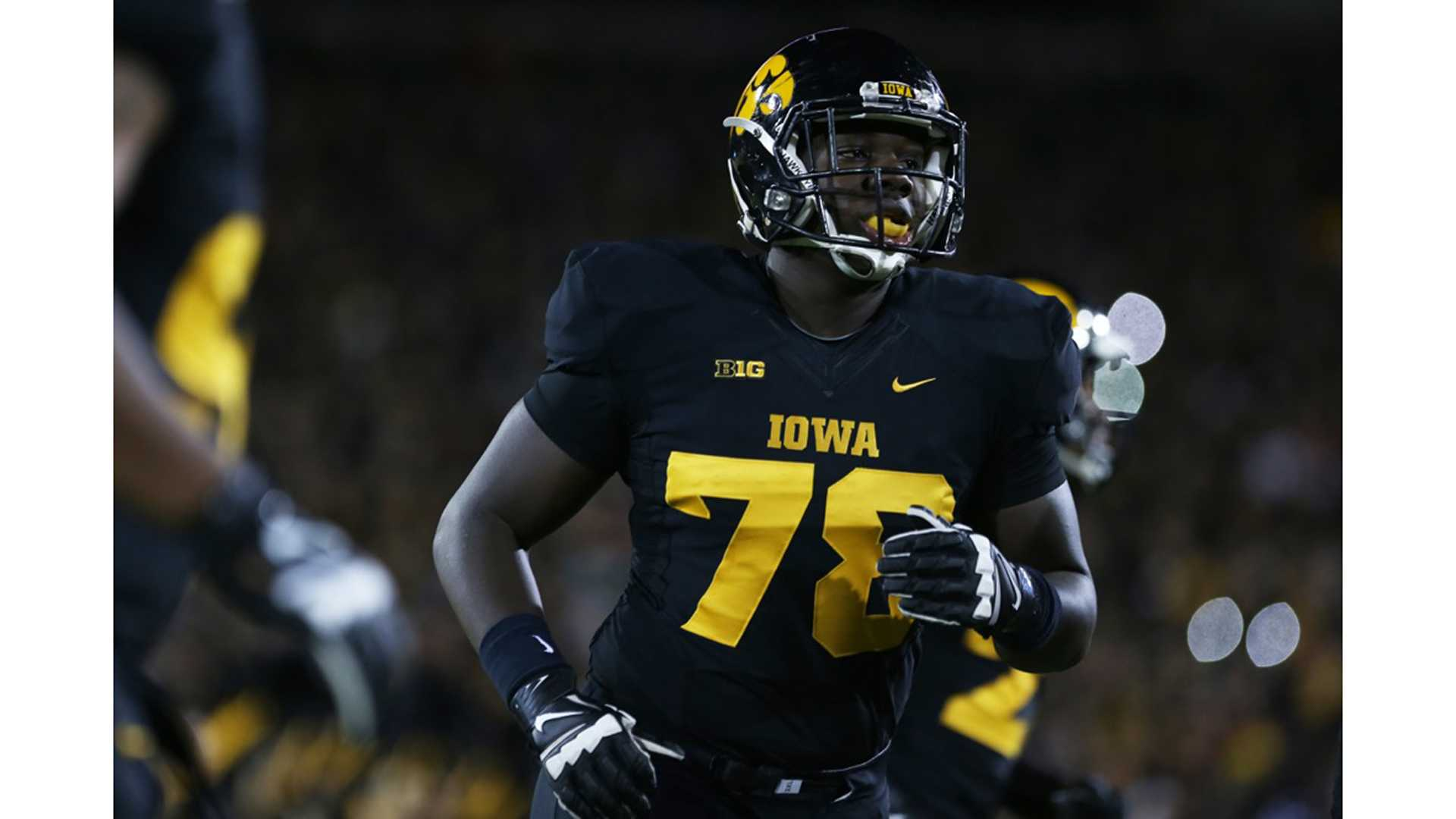 Iowa offensive lineman James Daniels runs to the sidelines in Kinnick Stadium on Saturday, Nov. 14, 2015. The Hawkeyes defeated the Golden Gophers, 40-35 to stay perfect on the season. (The Daily Iowan/Rachael Westergard)