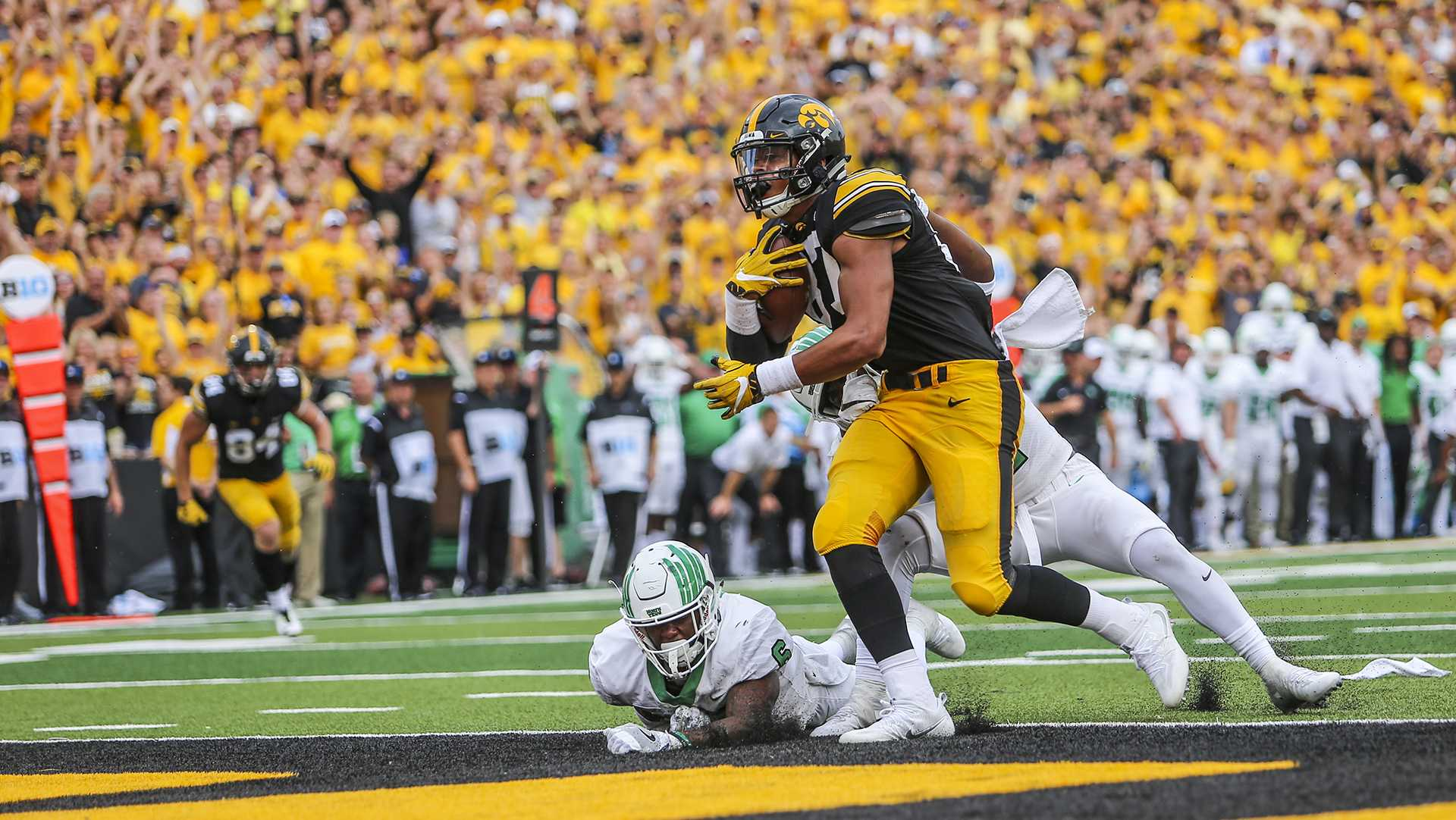 Iowa's Noah Fant scores a touchdown during the game between Iowa and North Texas at Kinnick Stadium on Saturday Sept. 16, 2017. Iowa won 31-14. (Nick Rohlman/The Daily Iowan)