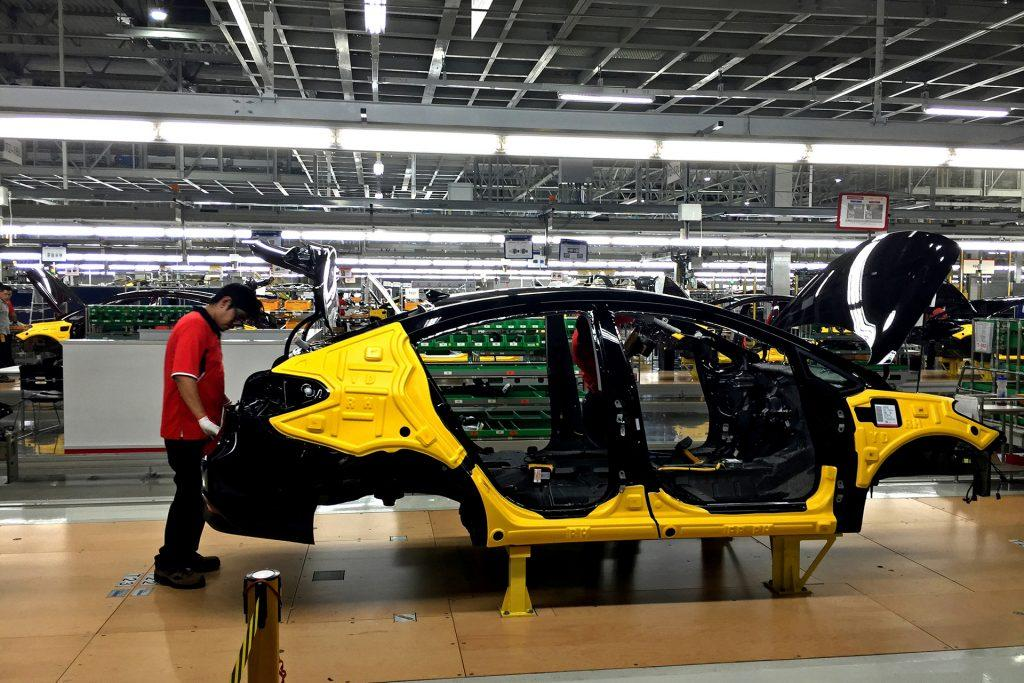 Workers assemble the Forte sedan on the floor of a Kia plant in Nuevo Leon, Mexico, which began production in May. (Natalie Kitroeff/Los Angeles Times/TNS)