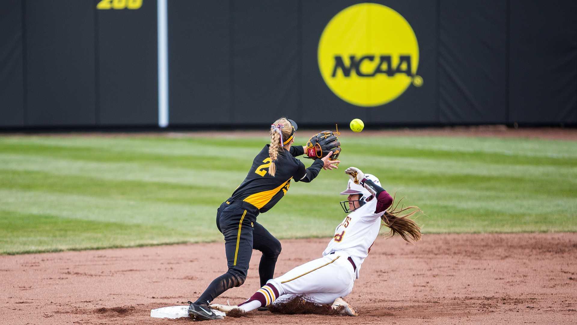 Mistakes create chaos for Iowa softball