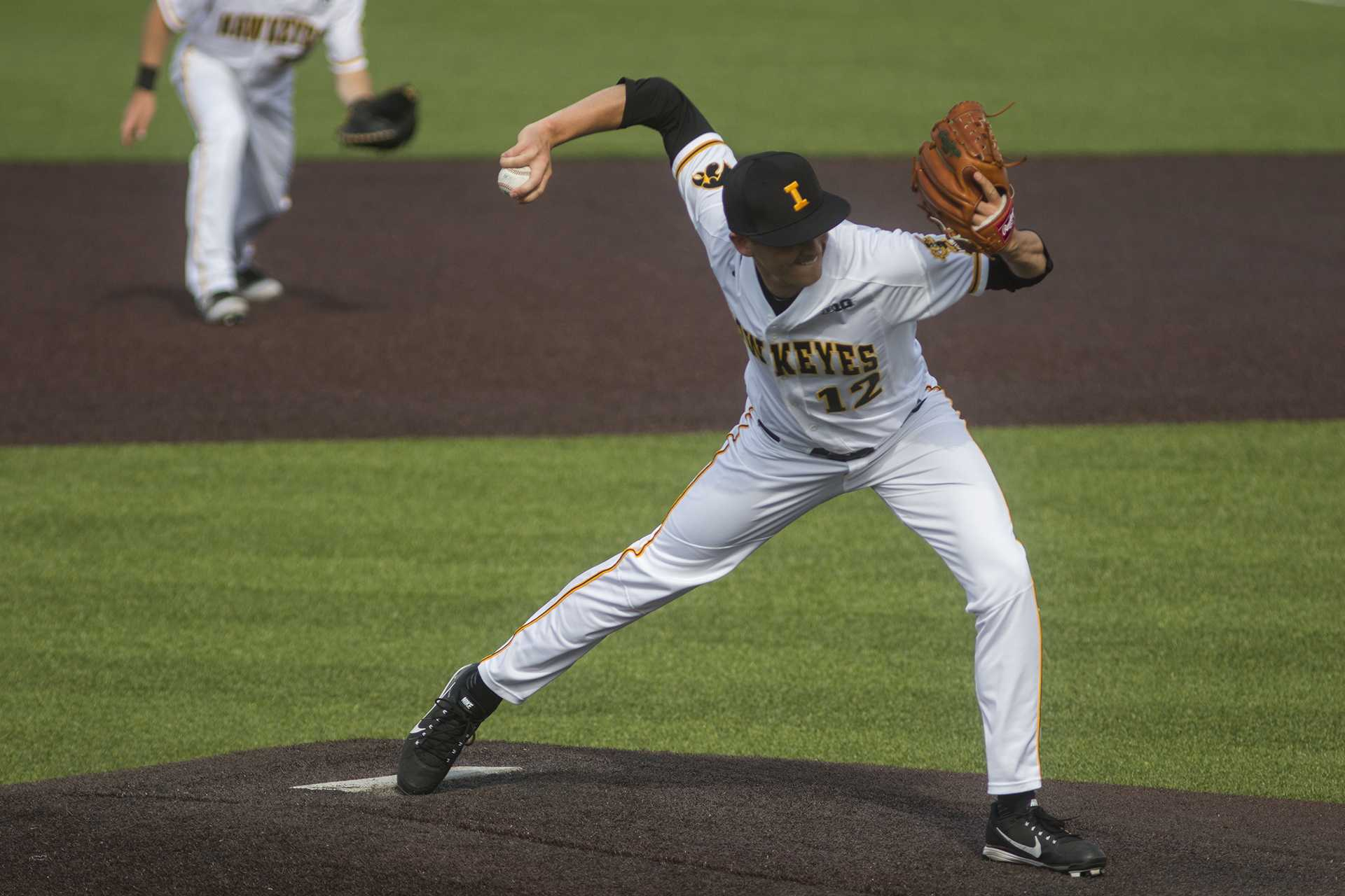 No. 12 Oklahoma State baseball holds on to beat Iowa