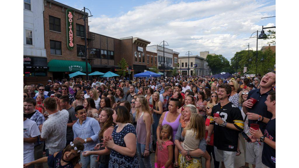 Partygoers+sing+along+to+Billy+Joel%27s+%22Piano+Man%22+performed+by+dueling+pianists+on+Washington+Street+during+the+Iowa+City+Downtown+District+Block+Party+on+Saturday+June+25%2C+2017.+The+Block+Party%2C+hosted+by+the+ICDD+was+the+first+use+of+Iowa+City%27s+changed+rules+allowing+open+containers+for+select+events+downtown+%28Nick+Rohlman%2FThe+Daily+Iowan%29