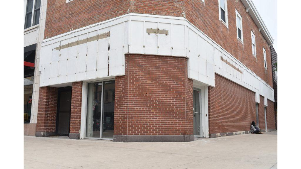 The+former+location+of+Coldstone+located+on+the+corner+of+Dubuque+and+Washington+Streets+is+seen+on+Tuesday%2C+June+12.+The+location+will+soon+be+home+to+Raygun.+%28Paxton+Corey%2FThe+Daily+Iowan%29