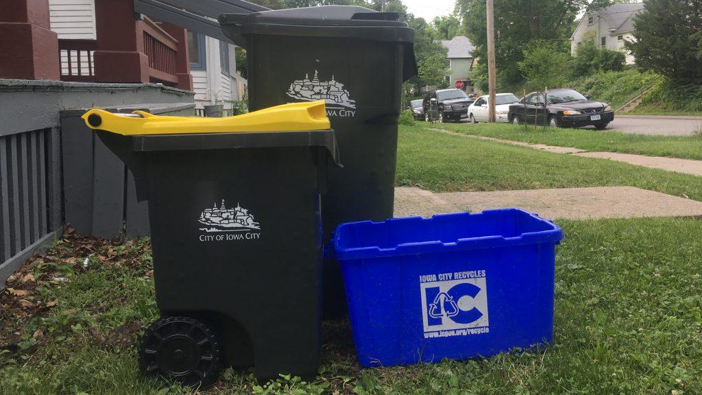 A+25-gallon+composting+cart+stands+beside+a+garbage+can+and+a+recycling+bin.+Iowa+City+is+giving+out+25-+and+95-gallon+composting+carts+to+curbside+customers.+%28Photo+Illustration+by+Katelyn+Weisbrod%29