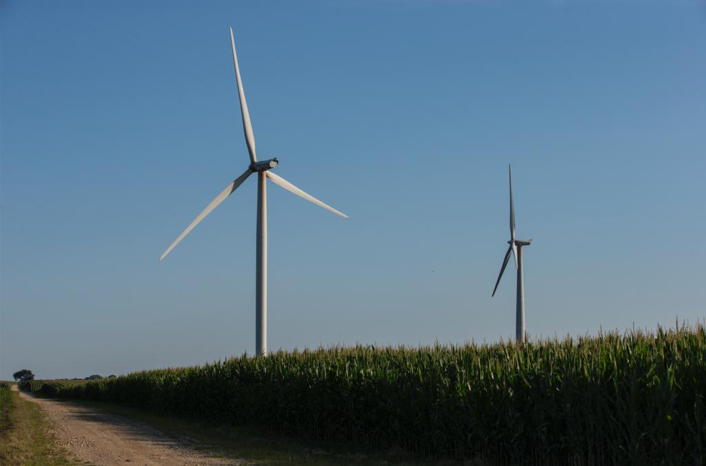 The+Pioneer+Grove+Wind+Farm+is+seen+in+Mechanicsville%2C+Iowa+on+Wednesday%2C+July+11%2C+2018.+