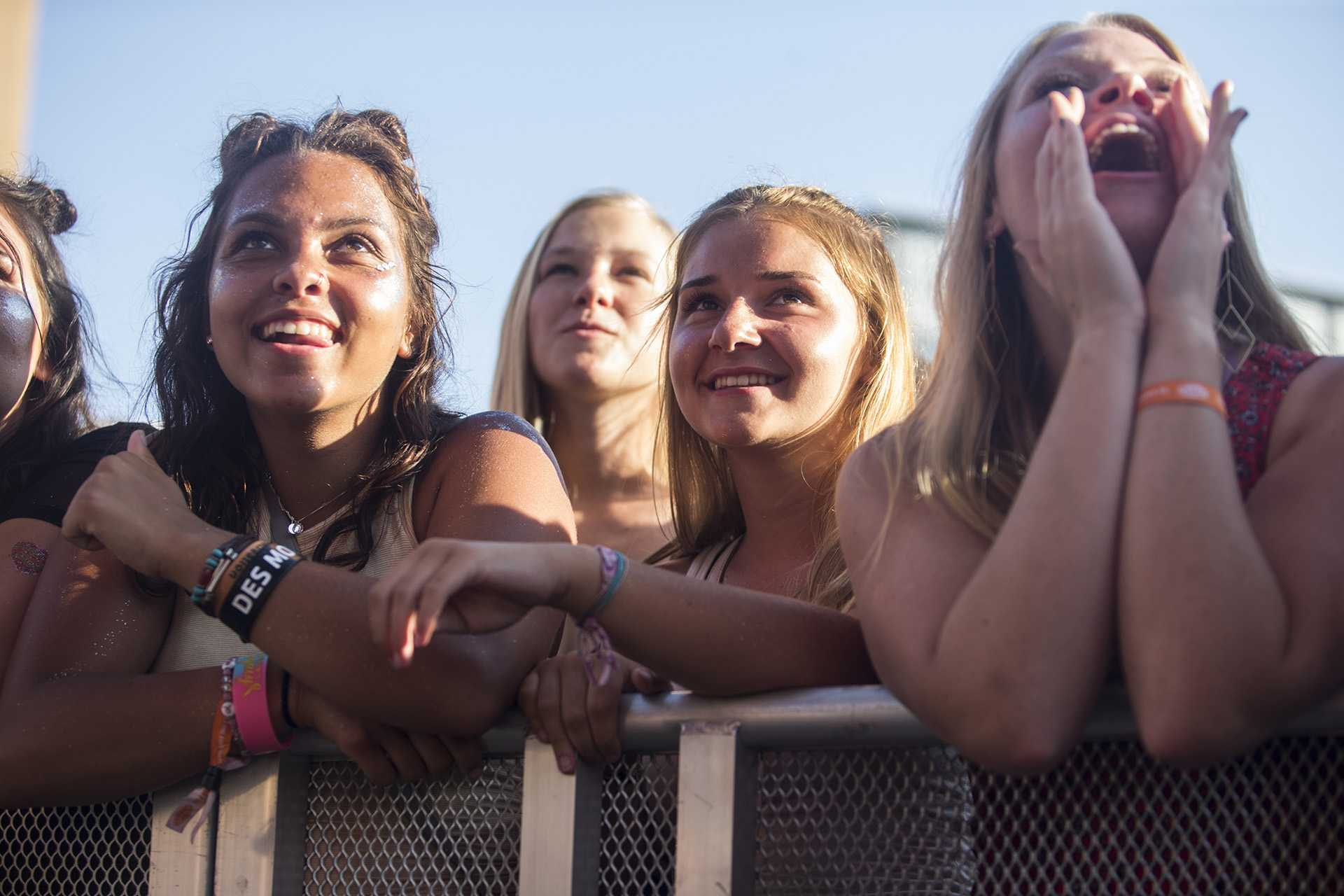 Fans cheer as Courtney Barnett occupies the Hy-Vee Main stage on Saturday, July 7, 2018. (Thomas A. Stewart/The Daily Iowan)