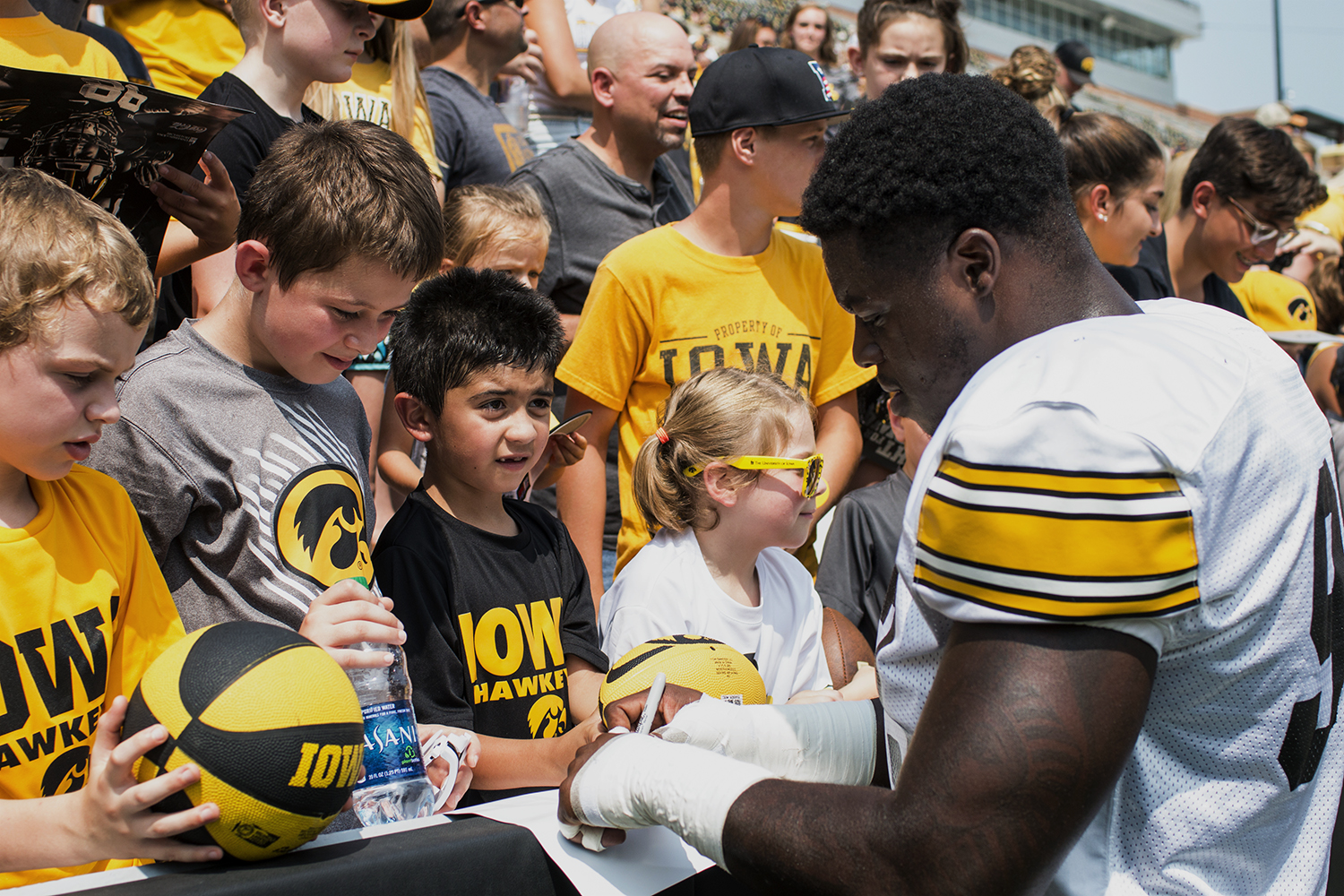 Defensive+end+Brandon+Simon+signs+a+poster+during+Iowa+Football+Kids%27+Day+at+Kinnick+Stadium+on+Saturday%2C+Aug.+11%2C+2018.+