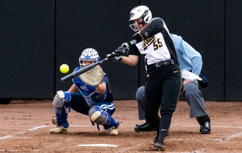 Schulte blast leads Hawkeye softball over Buckeyes