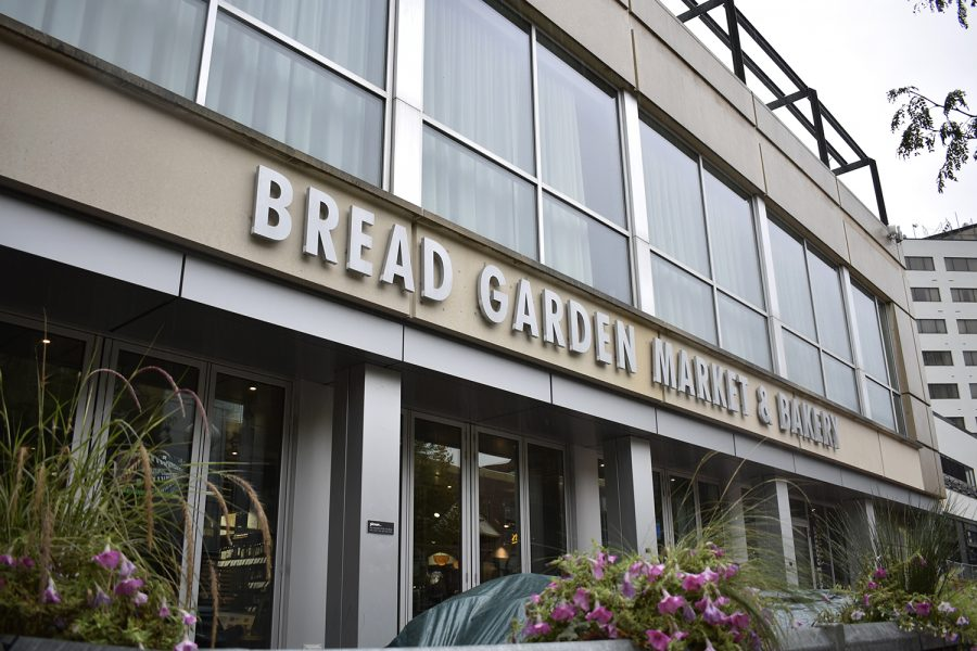 The+exterior+of+Bread+Garden+Market+in+downtown+Iowa+City+is+seen+on+Wednesday%2C+Sept.+5%2C+2018.+The+Java+Houses+in+University+of+Iowa+will+soon+all+be+replaced+by+Bread+Gardens.+