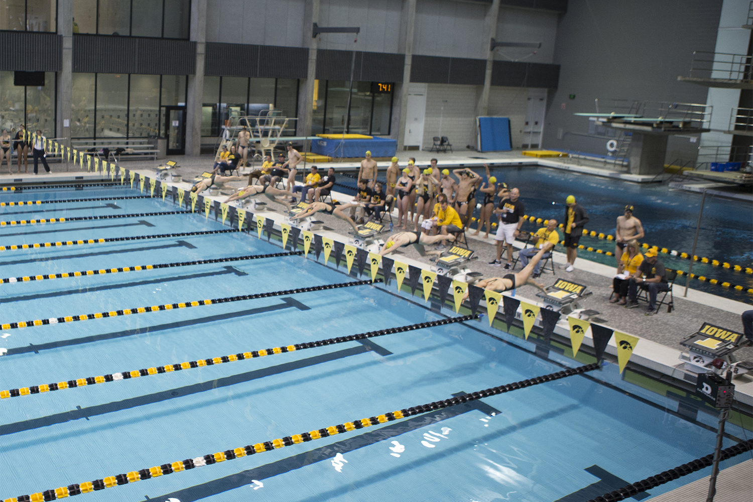 Swimmers+dive+off+the+blocks+during+the+Iowa+Swimming+and+Diving+Intrasquad+Meet+at+the+Campus+Recreation+and+Wellness+Center+on+Saturday%2C+September+29%2C+2018.+