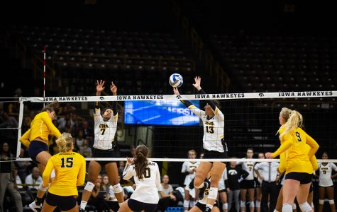 Hawkeye volleyball breaks losing streak against Northwestern