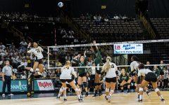 Iowa volleyball beats Michigan State, struggles against Michigan
