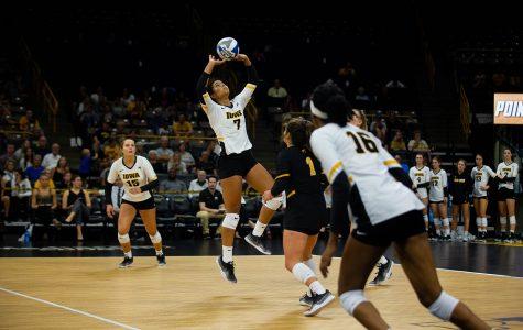 Iowa volleyball plays Northwestern, Illinois in first Big Ten road tests