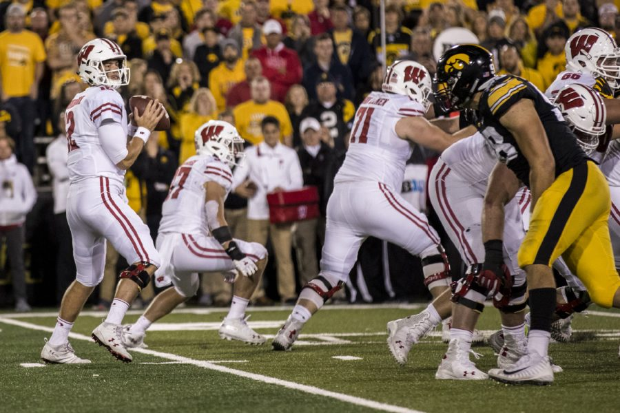 Wisconsin+quarterback+Alex+Hornibrook+drops+back+during+Iowa%27s+game+against+Wisconsin+at+Kinnick+Stadium+on+Saturday%2C+Sept.+22%2C+2018.+The+Badgers+defeated+the+Hawkeyes+28-17.