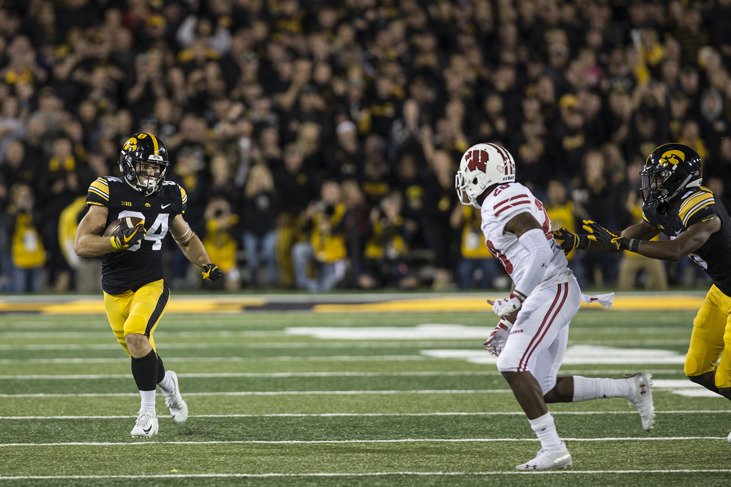 Iowa%27s+Nick+Easley+evades+the+defense+during+a+football+game+between+Iowa+and+Wisconsin+on+Saturday%2C+September+22%2C+2018.+The+Badgers+defeated+the+Hawkeyes%2C+28-17.+%28Shivansh+Ahuja%2FThe+Daily+Iowan%29