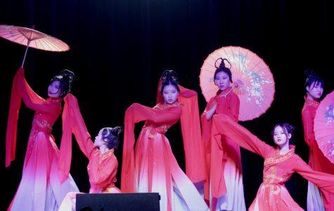 Chinese Mid-Autumn Festival presents unique culture, amazing performances