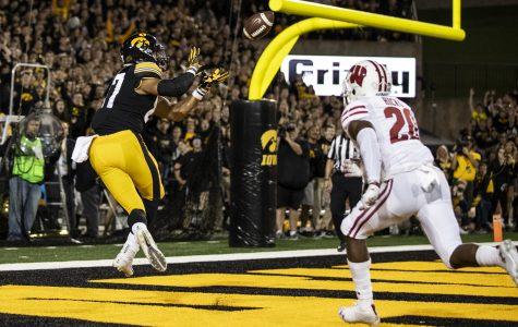 Wisconsin defeats Iowa, 28-17