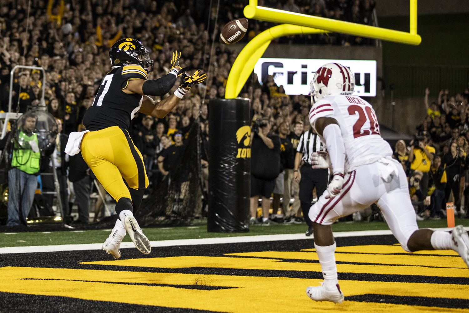 Iowa tight end Noah Fant catches a touchdown pass in the first half of Iowa's game against Wisconsin at Kinnick Stadium on Saturday, Sep 22, 2018. The score is tied 7-7 at the half.