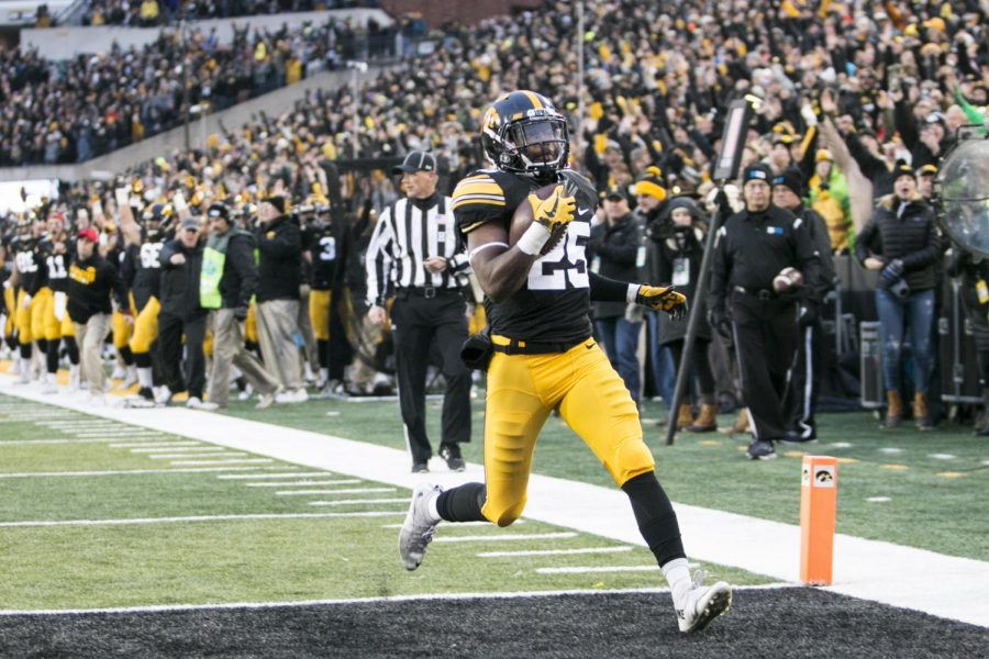 Iowa+running+back+Akrum+Wadley+crosses+the+goal+line+during+an+Iowa%2FMinnesota+football+game+in+Kinnick+Stadium+on+Oct.+28%2C+2017.+The+Hawkeyes+defeated+the+Golden+Gophers%2C+17-10.+%28Joseph+Cress%2FThe+Daily+Iowan%29