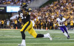 Iowa Hawkeyes tight end Noah Fant (87) runs with the ball during the Iowa/UNI football game at Kinnick Stadium on Saturday, Sept. 15, 2018. The Hawkeyes defeated the Panthers, 38-14.