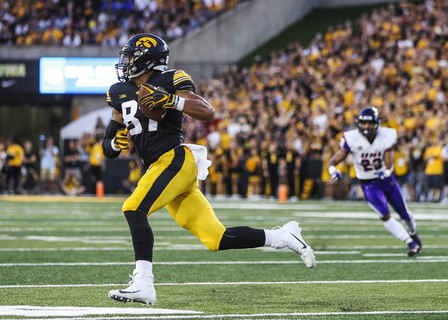 Iowa+Hawkeyes+tight+end+Noah+Fant+%2887%29+runs+with+the+ball+during+the+Iowa%2FUNI+football+game+at+Kinnick+Stadium+on+Saturday%2C+Sept.+15%2C+2018.+The+Hawkeyes+defeated+the+Panthers%2C+38-14.+