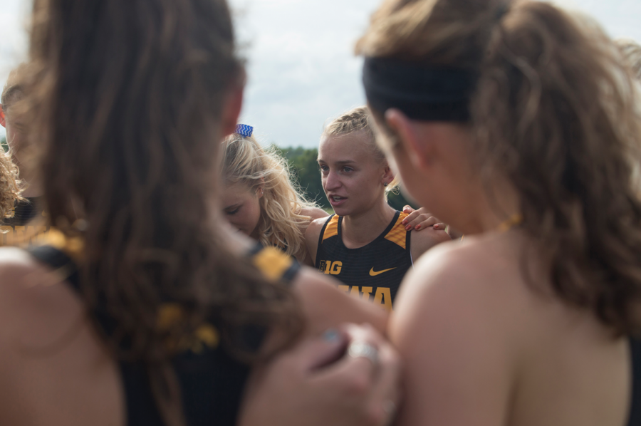 Senior+Andrea+Shine+gives+a+pep+talk+before+the+Hawkeye+Invitational+at+Ashton+Cross+Country+course+on+Friday%2C+Aug.+31%2C+2018.+The+Hawkeyes+were+defeated+by+Iowa+State+24-56.+Andrea+Shine+placed+first+in+the+Women%27s+4K+with+a+time+of+14%3A07.5.+