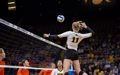 Iowa volleyball drops two matches in Seattle