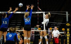 Iowa volleyball continues hot streak, beats Cyclones