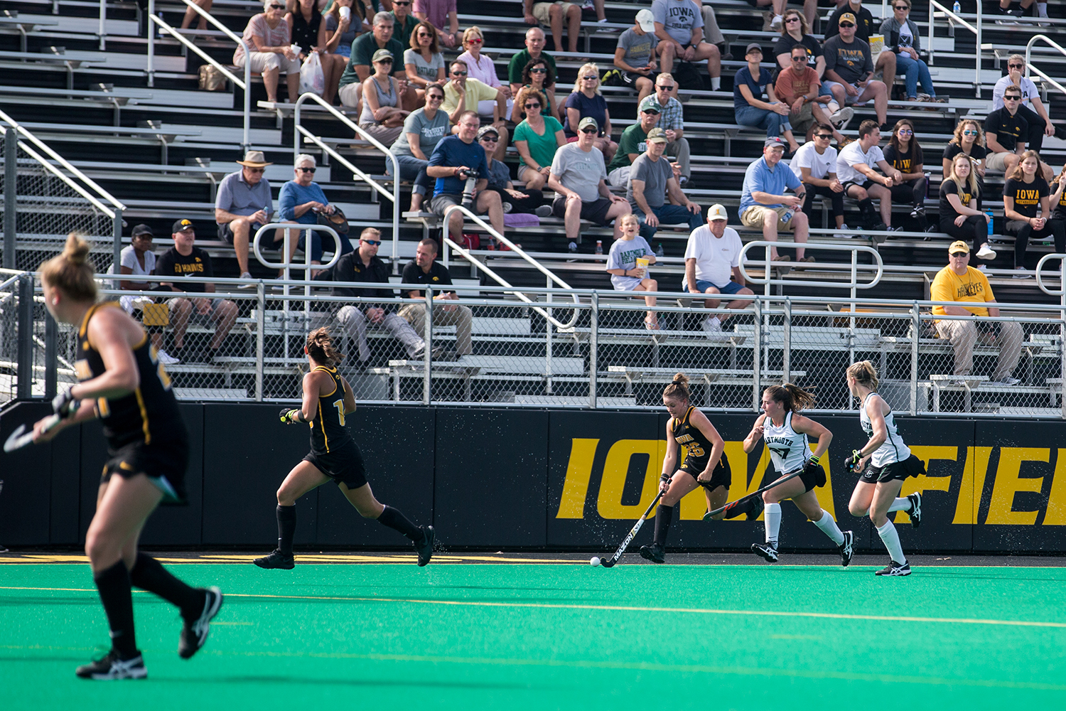 Iowa%27s+Maddy+Murphy+evades+the+defense+during+a+field+hockey+match+between+Iowa+and+Dartmouth+College+at+Grant+Field+on+Friday%2C+August+31%2C+2018.+The+Hawkeyes+shut+out+the+Big+Green%2C+6-0.