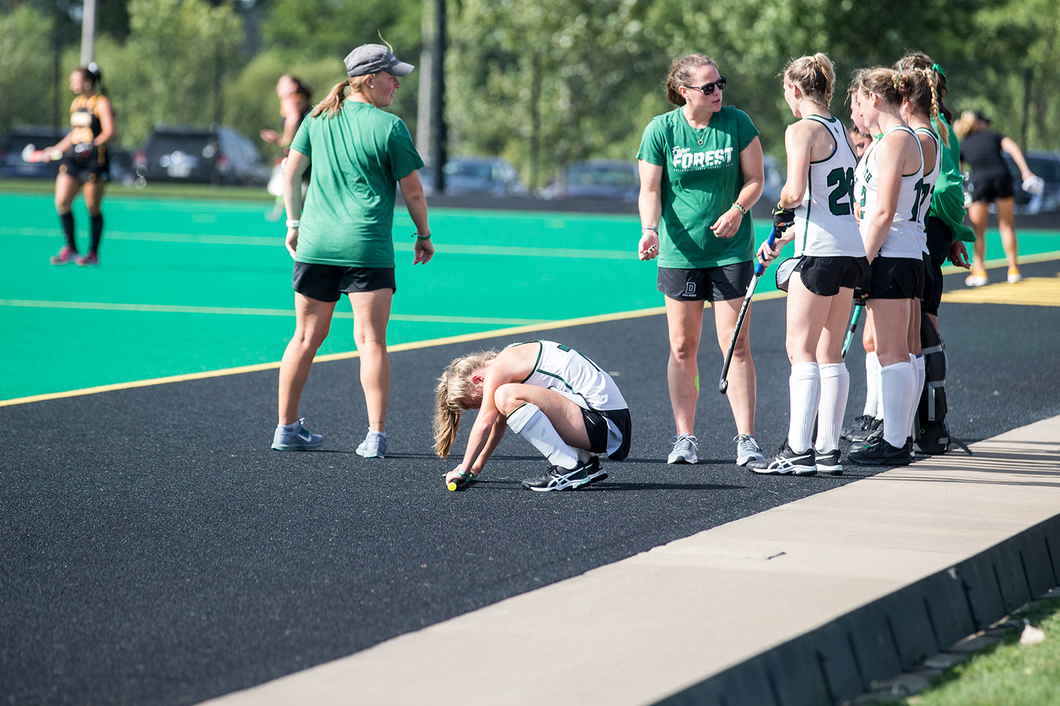 Dartmouth+players+listen+to+the+coaching+staff+during+a+field+hockey+match+between+Iowa+and+Dartmouth+College+at+Grant+Field+on+Friday%2C+August+31%2C+2018.+The+Hawkeyes+shut+out+the+Big+Green%2C+6-0.