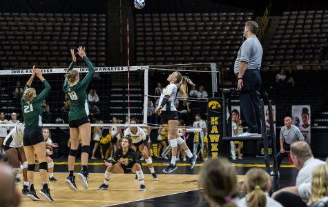 Iowa volleyball opens up Big Ten play with win