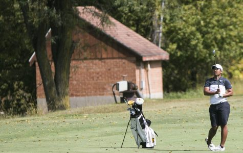 Iowa golf teams find two different results