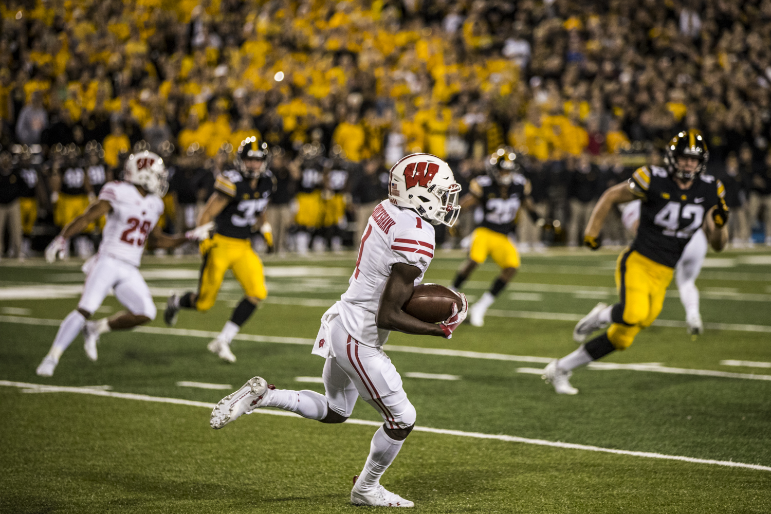 Wisconsin+wide+reciever+Aron+Cruikshank+returns+a+kickoff+during+Iowa%27s+game+against+Wisconsin+at+Kinnick+Stadium+on+Saturday%2C+September+22%2C+2018.+The+Badgers+defeated+the+Hawkeyes+28-17.