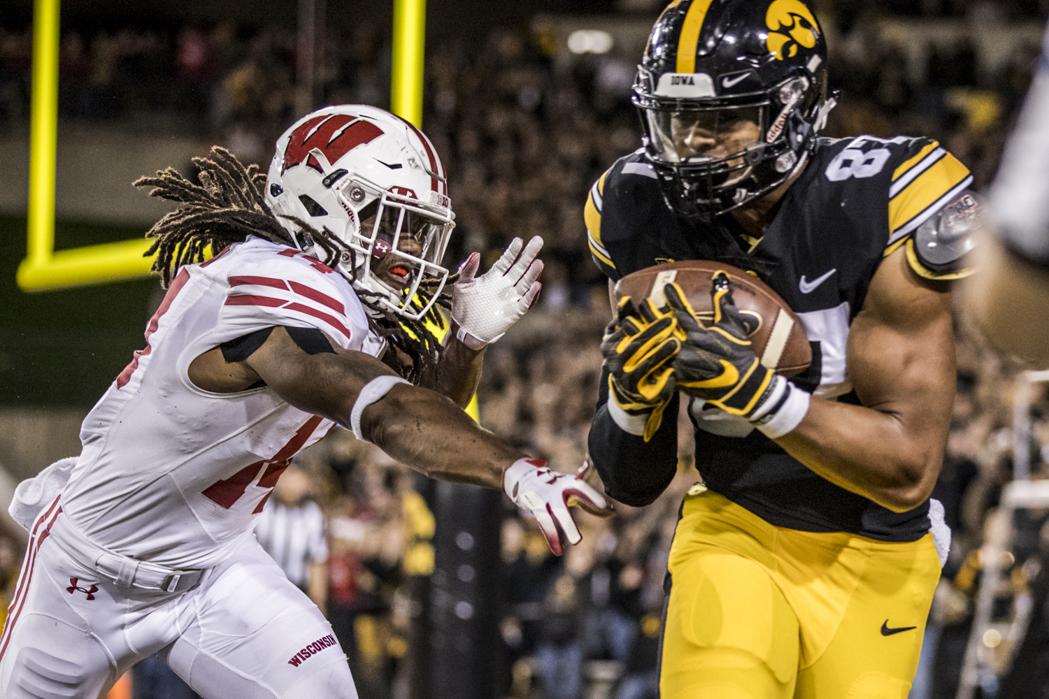 Iowa+tight+end+Noah+Fant+catches+a+touchdown+pass+during+Iowa%27s+game+against+Wisconsin+at+Kinnick+Stadium+on+Saturday%2C+September+22%2C+2018.+The+Badgers+defeated+the+Hawkeyes+28-17.