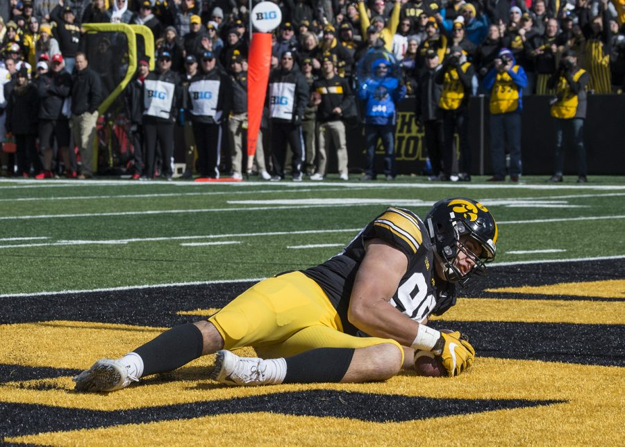 Anthony+Nelson+recovers+a+fumble+and+scores+a+touchdown+during+the+Iowa+vs.+Maryland+game+at+Kinnick+stadium+on+Saturday+Oct.+20%2C+2018.+The+Hawkeyes+defeated+the+Terrapins%2C+23-0.+