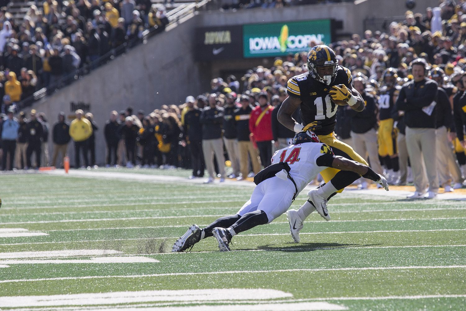 Mekhi+Sargent+jumps+a+Terrapin+defender+during+the+Iowa+vs.+Maryland+game+at+Kinnick+stadium+on+Saturday+Oct.+20%2C+2018.+The+Hawkeyes+defeated+the+Terrapins+23-0.+