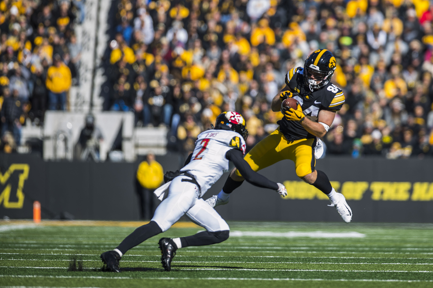 Iowa+wide+receiver+Nick+Easley+catches+a+pass+during+the+Iowa%2FMaryland+homecoming+football+game+at+Kinnick+Stadium+on+Saturday%2C+October+20%2C+2018.+The+Hawkeyes+defeated+the+Terrapins%2C+23-0.+
