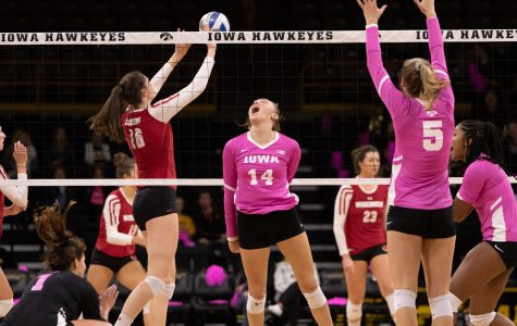 Major win over No. 6 Wisconsin gives career nights to volleyball hitters