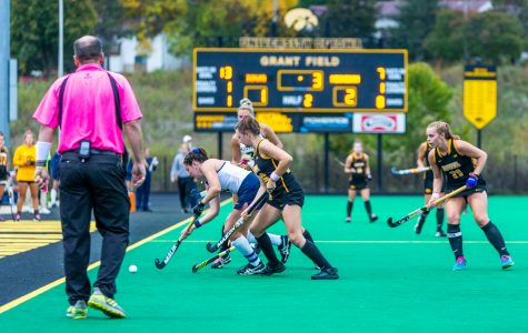 Field hockey goes 1-1 against top-25 opponents
