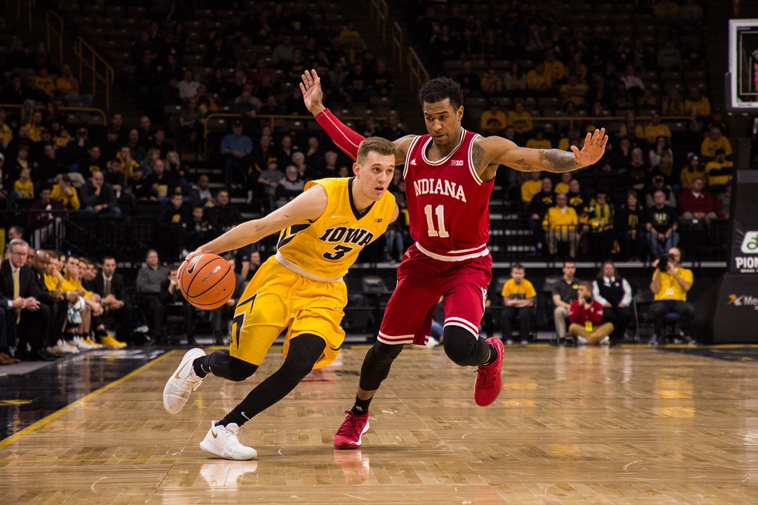 Iowa guard Jordan Bohannon drives the ball up court against Indiana University on Saturday, Feb. 17, 2018. At halftime, the Hawkeyes lead the Hoosiers 45 to 42. (David Harmantas/The Daily Iowan)