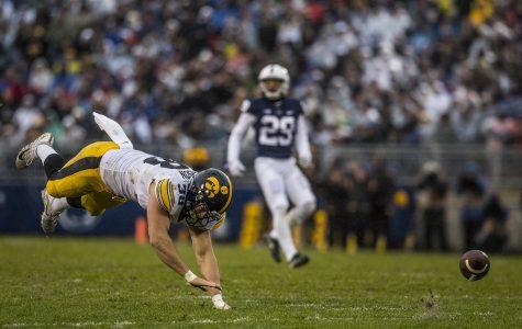 College football Week 10: Iowa falls to fourth in power rankings