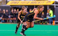 Hawkeye field hockey goes 1-1 against top-10 teams