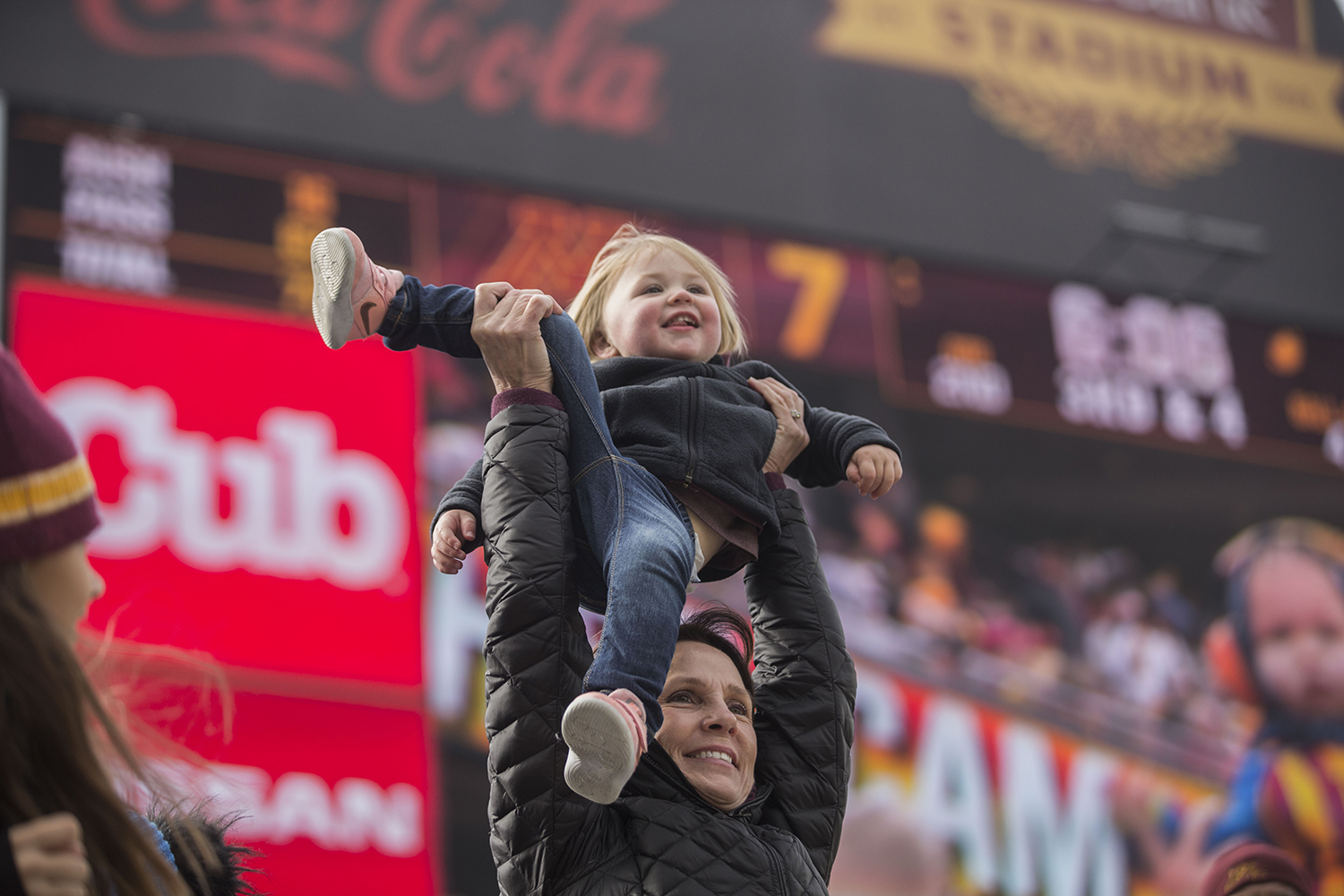 Peggy+Ryan+holds+up+2-year-old+Ryan+Morgan%2C+her+%22little+gopher%2C%22+during+the+Iowa%2FMinnesota+football+game+at+TCF+Bank+Stadium+in+Minneapolis+on+Saturday%2C+October+6%2C+2018.+The+Hawkeyes+defeated+the+Golden+Gophers%2C+48-31.+
