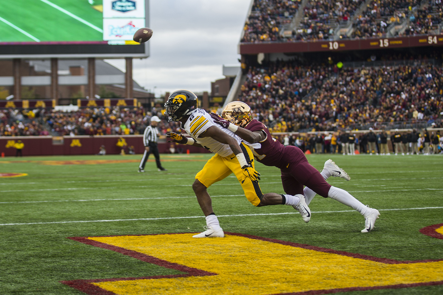 Iowa%27s+Ihmir-Smith+Marsette+attempts+to+catch+a+Minnesota+pass+during+the+Iowa%2FMinnesota+football+game+at+TCF+Bank+Stadium+in+Minneapolis+on+Saturday%2C+October+6%2C+2018.+The+Hawkeyes+defeated+the+Golden+Gophers%2C+48-31.+