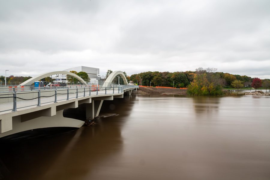 The+rain-swollen+Iowa+river+flows+by+the+new+Park+Rd.+Bridge+and+Dubuque+St+on+Wednesday%2C+Oct.+10%2C+2018.