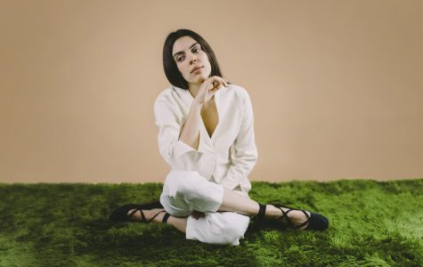 Julie Byrne plays cozy, relaxing set at the Mill
