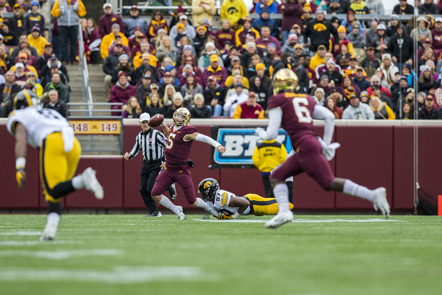 Minnesota+quarterback+Zach+Annexsted+attempts+to+shed+Iowa%27s+Chauncey+Golston%27s+tackle+during+the+Iowa%2FMinnesota+football+game+at+TCF+Bank+Stadium+in+Minneapolis+on+Saturday%2C+October+6%2C+2018.+The+Hawkeyes+defeated+the+Golden+Gophers%2C+48-31.+