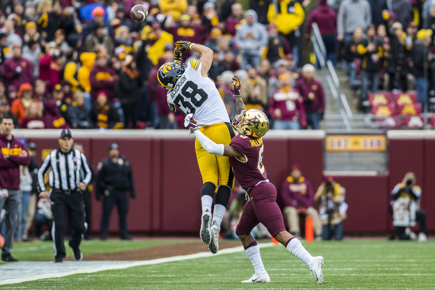 Iowa%27s+T.J.+Hockenson+misses+a+pass+during+the+Iowa%2FMinnesota+football+game+at+TCF+Bank+Stadium+in+Minneapolis+on+Saturday%2C+Oct.+6%2C+2018.+The+Hawkeyes+defeated+the+Golden+Gophers%2C+48-31.+