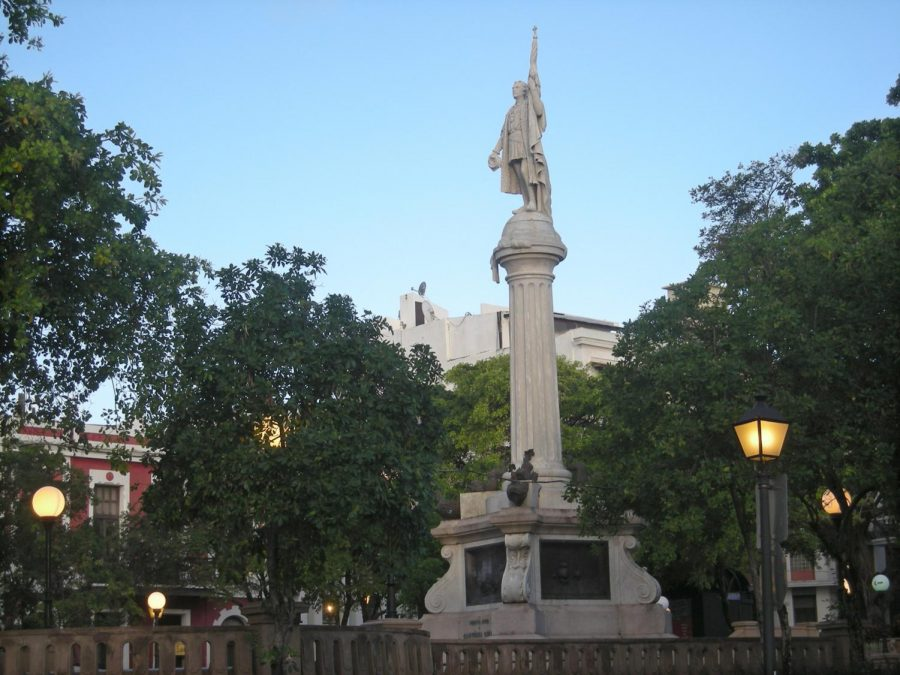 A+statue+of+Christopher+Columbus+stands+on+a+plaza+in+Old+San+Juan.+%28Bob+Downing%2FAkron+Beacon+Journal%2FMCT%29